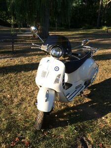 A fantastic Zippy 2010 Vespa GTS Super 300