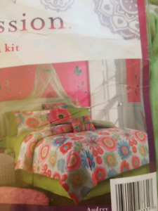 Girls double/full comforter set.
