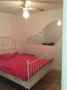 chambres d6 1/2 tout inclus Haut de duplex A Ahuntsic18 aout