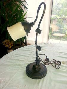 NOUVEAU PRIX!  TRÈS BELLE LAMPE DE TABLE ANCIENNE