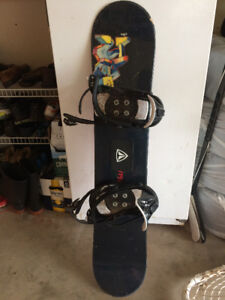youth snowboard in excellent condition