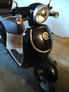 Honda Giorno 2016 beige and dark blue scooter with warranty