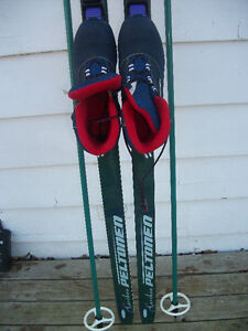 LADIES ROSSIGNOL WAXLESS CROSS COUNTRY SKIS.POLES .BOOTS