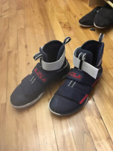 Chaussures Sneakers Basketball Nike Lebron Soldier X USA Team