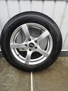 4 MICHELIN DEFENDER T+H  215 60 16 COMME NEUF