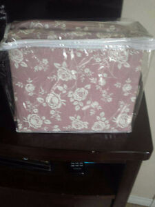 Brand new twin flat sheet and white 3 piece sheet set
