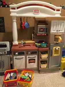 LittleTikes Grllin' Grand Kitchen