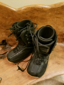 Snowboard boots size 2