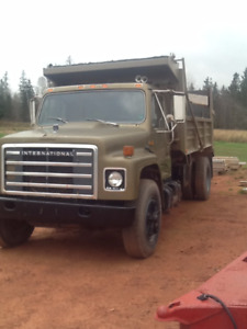 1982 International Single & Dump Truck