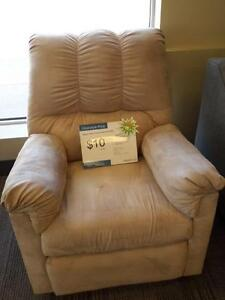 *** USED *** ASHLEY DARCY STONE RECLINER   S/N:51259485   #STORE228