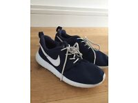 Nike Roche Navy Trainers size 3
