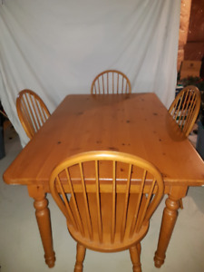 Kitchen/Dining Room Pine Table + 4 Loop Back Windsor Chairs