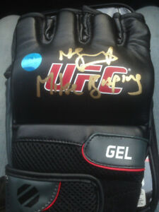 """Michael """" The Count"""" Bisping signed UFC MMA glove."""