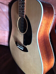 Fender Sonoran Acoustic Guitar w/soft case