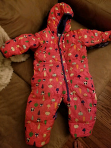 24 month Columbia snow suit has a small zipper issue.