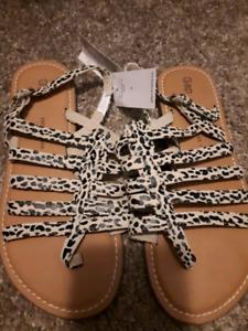 """Girls Sz3 """"cheetah"""" sandals NEW"""