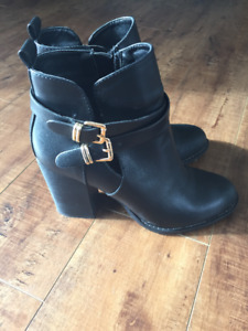 Aldo Leather Ankle Boot Size 6