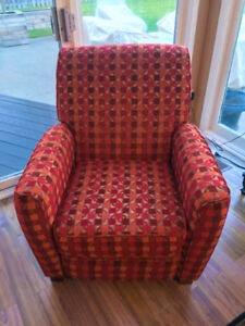 Reclining Chairs - Vibrant Pair in Perfect Condition