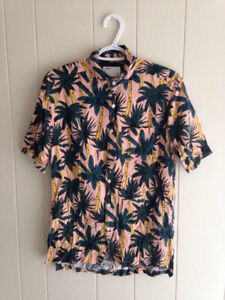 TROPICAL BUTTON-UP