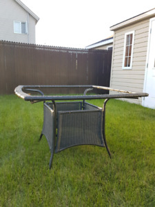 Negociable: Table Patio