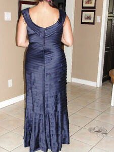 "Designer Dress ""JC Collections"" blue sapphire gown size 14/16 Kitchener / Waterloo Kitchener Area image 2"