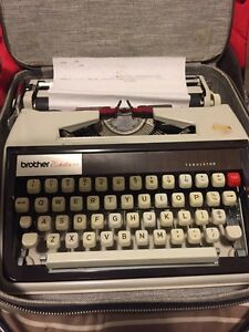 VINTAGE BROTHER ECHELON 79 PORTABLE TYPEWRITER W/CASE WORKING!