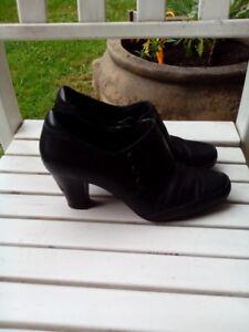 """Clarks elegant bootie with 3"""" heel size 9"""