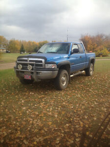 2001 Dodge Power Ram 2500 SLT lariame Pickup Truck