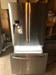 2014 Samsung COUNTER DEPTH fridge with bottom freezer for sale