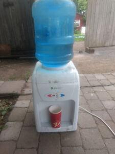 Distributrice a eau