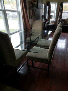 Glass top diningroom Table and chairs