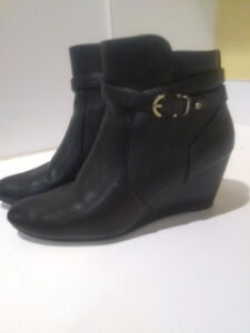 Women's Size 9 black faux-leather ankle boots