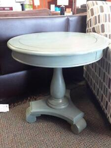 *** USED *** ASHLEY MIRIMYN ROUND ACCENT TABLE   S/N:51209400   #STORE223