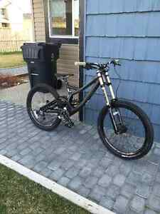 Brand new specialized demo 8 carbon