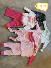 Bundle of girls 6-9 month girls clothes