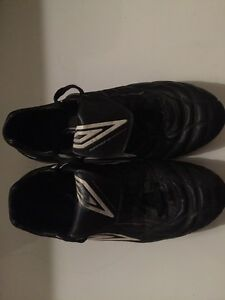 Umbro Black and white soccer cleats