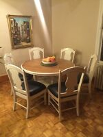 MOVING SALE ! Table and chairs