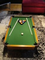 table de pool comme neuve, reproduction d'une grosse table