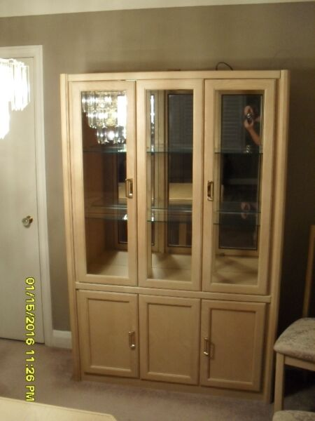 Dining room hutch hutches display cabinets hamilton for Dining room display cabinets