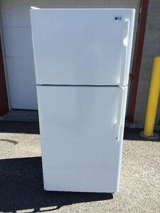 Réfrigérateur blanc en excellente condition de marque LG