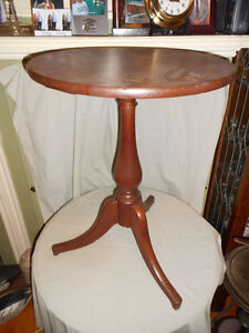 VICTORIAN CANDLE TABLE ROUND