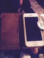 White/gold iphone 5s rogers & louis vuitton wallet cases