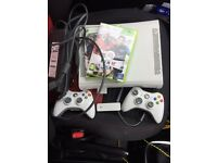 Xbox 360 + 2 controllers