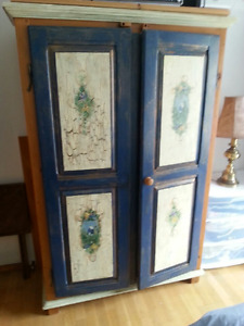 ARMOIRE AMAZING FINISHING. 2 DOORS. USE FOR CLOTHES, ENTERTAIN