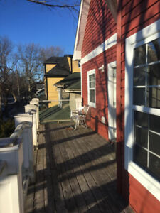 female summer sublet in beautiful 4-bedroom house