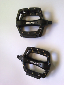 NEW Giant Metal Pedals Black