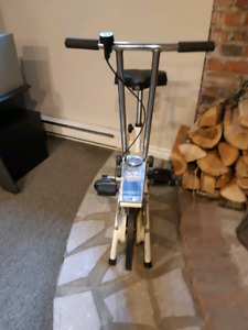 Vélo d'exercice stationnaire 20$