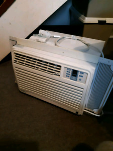 Air Condidtioner Window Unit 8000 but Works Great