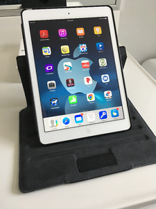 "iPad Air 16GB. Silver  ""Absolutely MINT""!"