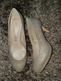 Ladies shoes size 8 *Reduced*